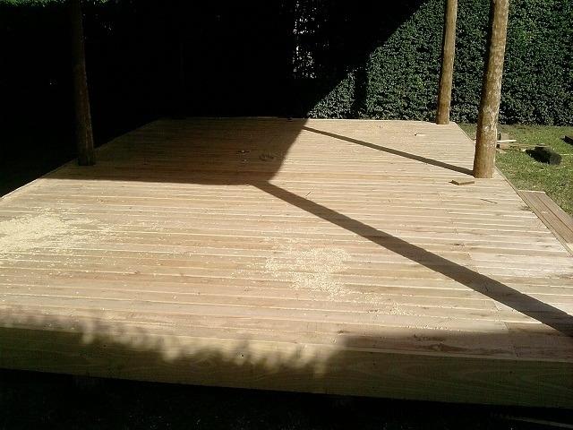 Pisos deck construimos en madera dura blanda o semidura for Pisos deck de madera